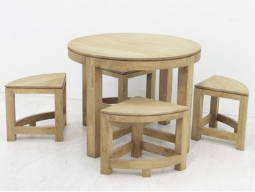 Table ronde + 4 tabourets...