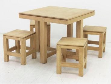 Table carrée + 4 tabourets...